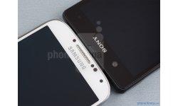 Samsung Galaxy S4 vs Sony Xperia Z 03