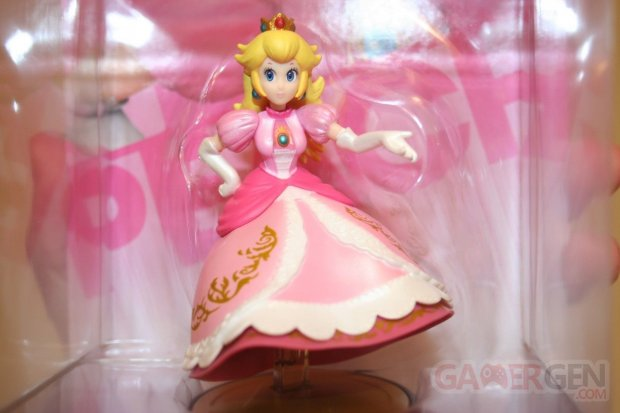 Amiibo princesse peach defecteux  (1)