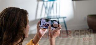 Apple iPhone Xs hands screen 09122018