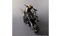 Final Fantasy VII Remake Edition Collector figurine Cloud Play Arts images (3)