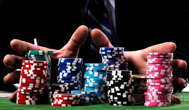 Mains et jetons de poker