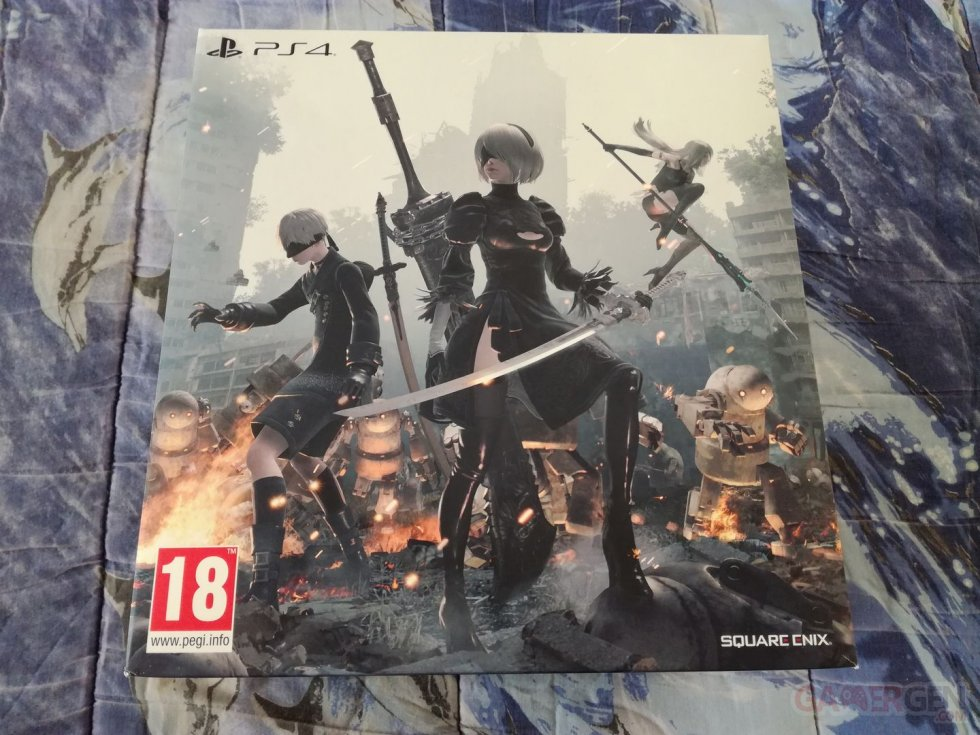 NieR-Automata-collector-Black-Box-unboxing-deballage-01-14-03-2017