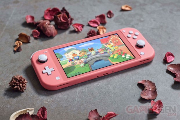 Nintendo Switch Lite Corail hardware lifestyle pic