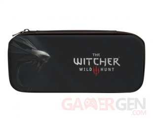 RS7936 1515657 01 NSW Stealth Case Witcher3 1 Hero R