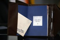 Unboxing the order 1886 kit presse 08 1